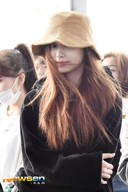 tzuyu in hat 3