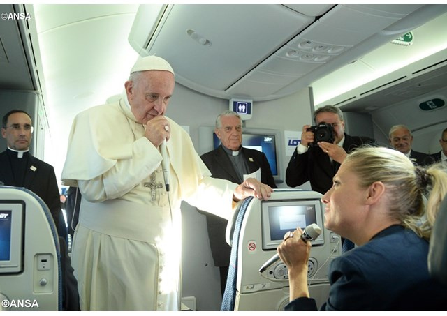 Pope Francis speaks to journalists on the plane after leaving Krakow on July 31, 2016. - ANSA