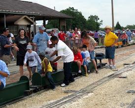 Photo: Loading passengers    HALS 2009-0919