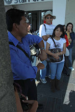 Photo: Explicacion del guia en la Plaza de Armas