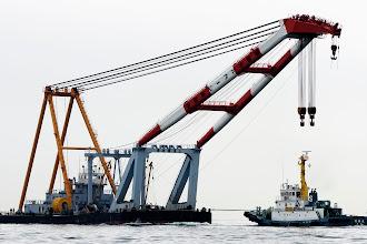 Photo: 深田サルベージの大和かな。 起重機船はいいですな〜  #yokohama  #pentaxusersjp