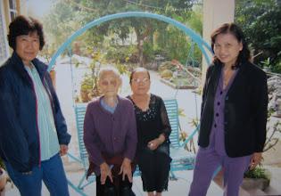 Photo: Loan,mẹ T. Công, Chi, Mai