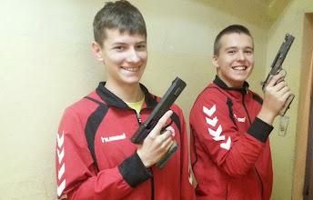 Photo: Mistrzostwa Polski Młodzików w strzelectwie (25.09.2014) - Zdobywca 3 złotych medali Kacper Jurasz (z lewej)