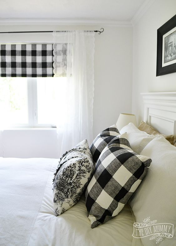 Window Curtain Matches the Bedding