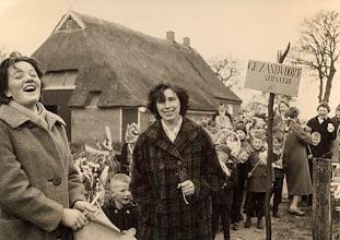 Photo: Palmpasen 1961 Gé Zandvoort en Aaltje Dekker-Tienkamp