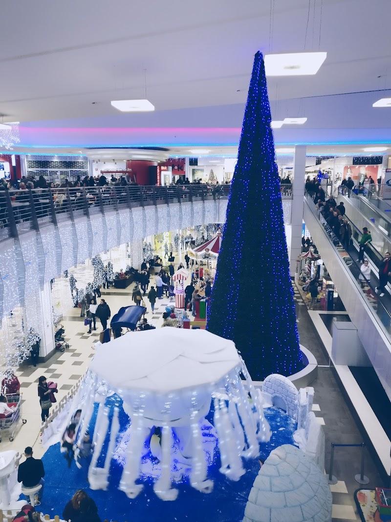 Shopping natalizio di Roberto Simonazzi