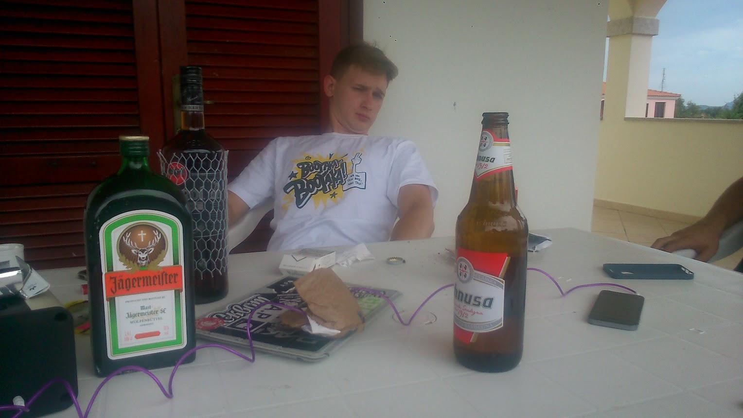 На террасе. Всегда играл драм н басс с планшета. На столике алко и пепельница.