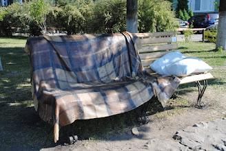 """Photo: Памятник """"Как дома"""". Бутерброд, валяющий под лавкой не входил в первоначальную задумку автора:)"""
