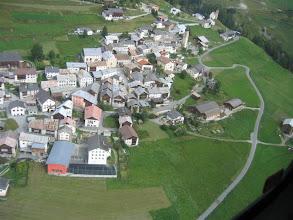 Photo: und Tschlin aus der Luft