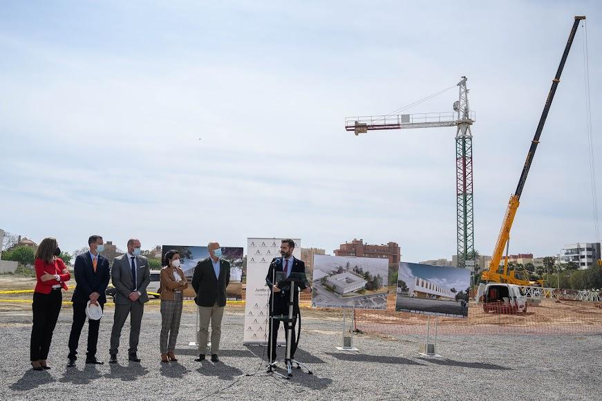 El alcalde de la ciudad, Ramón Fernández-Pacheco, habla del proyecto.