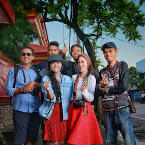 Crew of photograph at Strret by Mardi Tri Junaedi - People Group/Corporate ( #learntogether, #fun, #chinessetemple, #friends, #streetphotograph,  )