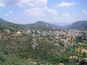 Photo: Η θέα της σημερινής Δαύλειας από την αρχαία Δαύλεια. Το παλαιό σμίγει με το νέο