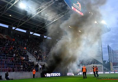 """🎥 """"Hou de eer aan jezelf"""" vs """"Francky Dury"""": Supporters schreeuwen om ontslag essevee-coach ... en krijgen fans Antwerp tegen zich"""