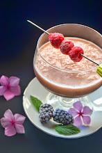 Photo: Smoothie de frambuesas y yogur sin lactosa - http://larosadulce.blogspot.com.es/2014/07/smoothie-de-frambuesas-y-yogur-sin.html - Rosa
