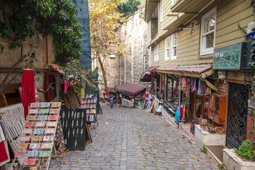 Commercial-street-in-Istanbul.jpg - A quiet cobblestone street with shops selling keepsakes in Istanbul.