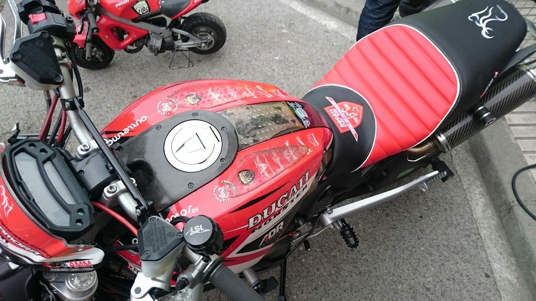 Racing lolop manes tapizar asientos de moto tapiceros for Tapiceria de asientos de moto
