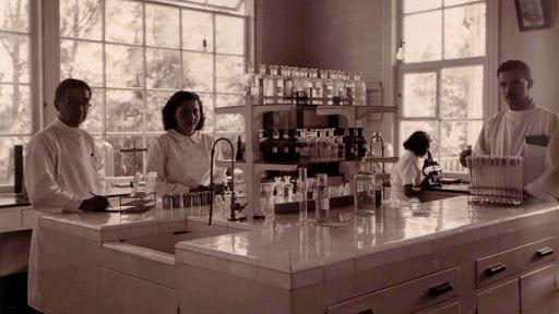Enfermeros del sanatorio abandonado Duran