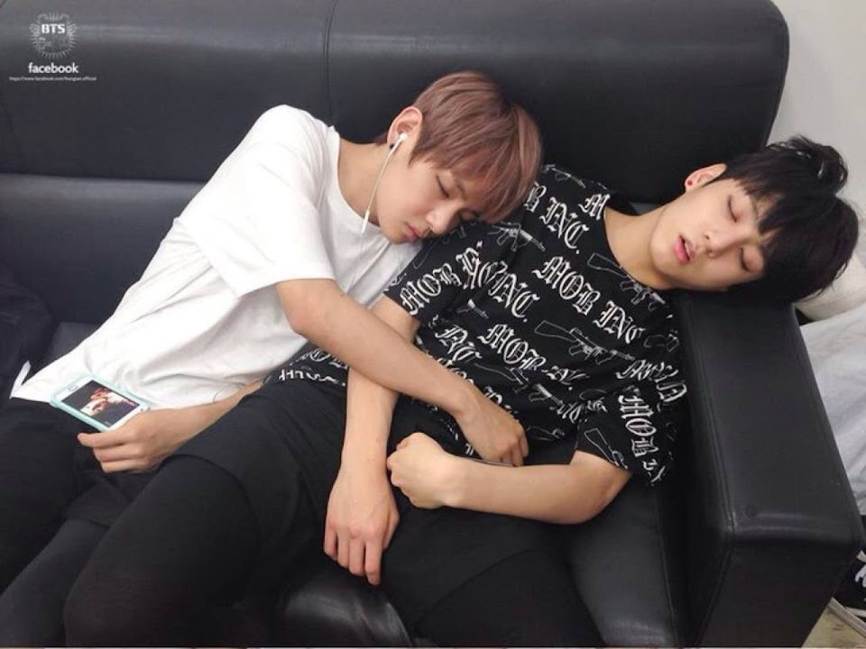 BTS-V-Sleeping-Habit-02