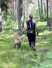 Photo: Malin och Jojo på väg till spåret