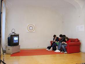 Photo: PRETTY, PRETTY, PRETTY GOOD. Der zweite Salon des Arts - Curb your Enthusiasm Season 1 Episode 1: The Pant's Tent 2000