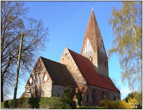 Photo: Ostgiebel der Dorfkirche aus dem 13. Jht. in Parkentin