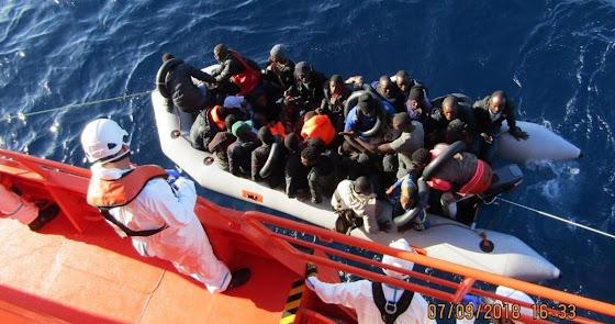 Rescatan a 13 personas en una patera cerca de la costa de San José