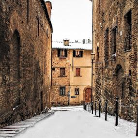 Neve a San Gimignao by Cosimo Resti - City,  Street & Park  Street Scenes ( city, snow, san gimignano, winter, italy )