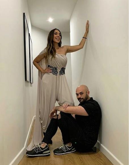 Mónica Navarro y el diseñador almeriense Sergi Regal.