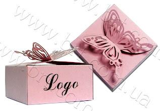 Photo: Коробочка для сувениров с высечкой логотипа. Застежка - бабочка. Цветной картон, сложная высечка