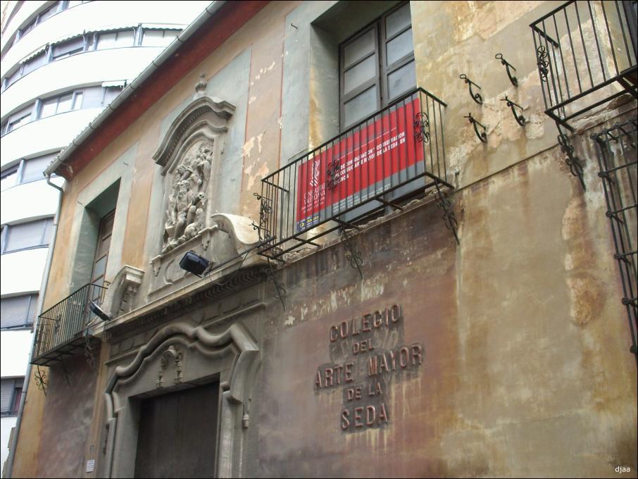http://valencianews.es/wp-content/uploads/2014/11/valenciacolegiosedafachada.jpg