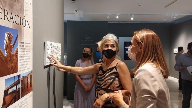 Del Pozo, junto a la delegada del Gobierno, Maribel Sánchez, durante el recorrido por la muestra del Museo de Almería.
