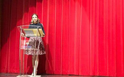 La Fallera Major de Gandia del 2018 es dirigia a l'assemblea de la Federació de Falles