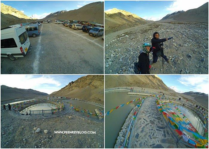 Suasana Sekitar Area Perkemahan Rongbuk, Background nya Gunung Everest!