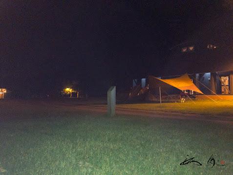 管理棟横に設置されたテント