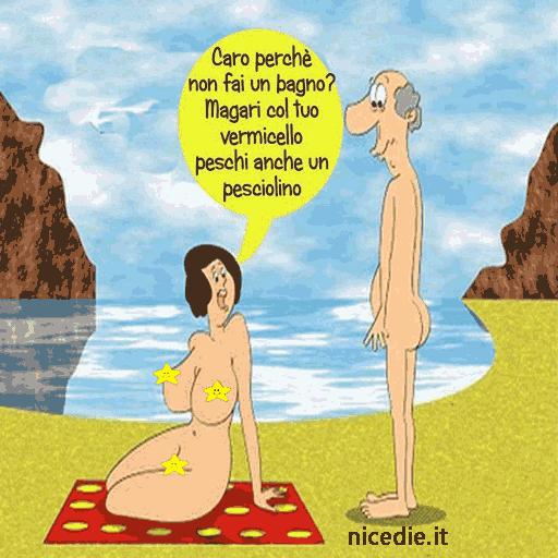 Lei e lui nudi in riva al mare lei: caro, perché non fai un bagno? magari col tuo vermicello peschi anche un pesciolino