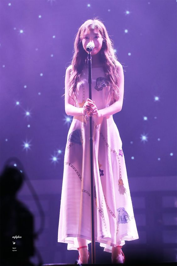 taeyeon gown 35