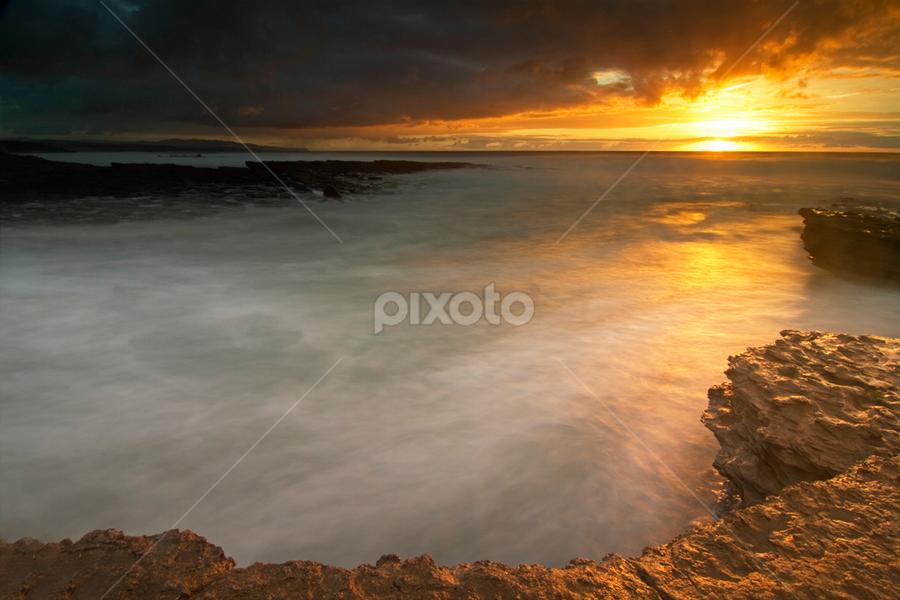 Ray of Light by Nuno Martins - Landscapes Sunsets & Sunrises ( ericeira, beach, sunset, empa, long exposure, sun, rocks )