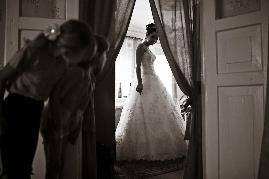 Wedding photographer Vasiliy Tikhomirov (BoraBora). Photo of 01.08.2013