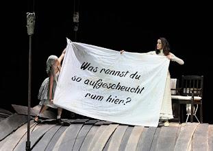 Photo: WIEN/ Burgtheater: WASSA SCHELESNOWA von Maxim Gorki. Premiere22.10.2015. Inszenierung: Andreas Kriegenburg. Alina Fritsch, Sabine Haupt, Copyright: Barbara Zeininger
