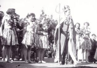 Photo: 1952 Kong Neptun med følge er ankommet til Odense Roklub for at døbe kaninerne.