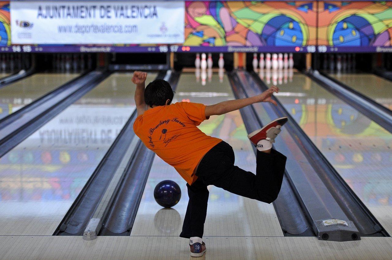 http://www.deportevalencia.com/wp-content/uploads/2016/04/bowling_ciudad_valencia_03.jpg