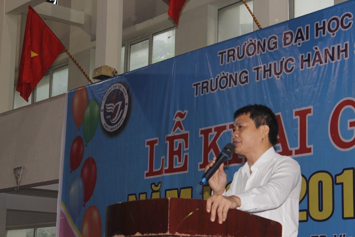 TS. Phan Xuân Phồn - Hiệu trưởng Trường Thực hành Sư phạm ĐH Vinh phát biểu tại lễ khai giảng