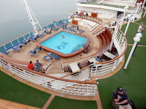 Ruby-Princess-aft.jpg - The pool at the aft of Ruby Princess.