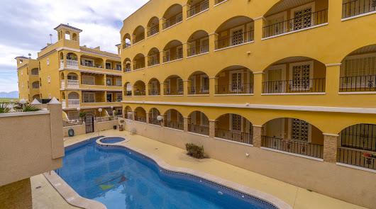 El Banco Malo vende 192 casas en Almería para solteros