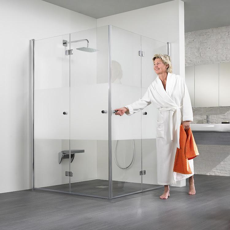 Shower Cabins_15 Exklusiv Drehfalttür Eckeinstieg