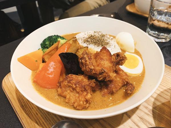 南洋口味的咖喱出乎意料的好吃😋 咖喱口味也很到位❤️重點附餐的羅素湯也很棒☺️ 滿足的一餐!
