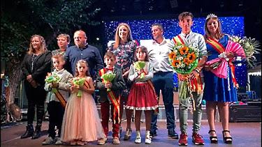 El alcalde de Uleila y concejales con las Reinas de las Fiestas y Místers.