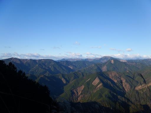 中央奥に智者山・天狗石山・七ツ峰など