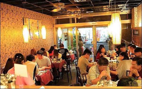 台中高人氣平價泰式料理。曼谷皇朝(附最菜單)。緬甸華僑開的道地南洋風味餐廳。菜色多客製化料理平價路線經常客滿最好先預約