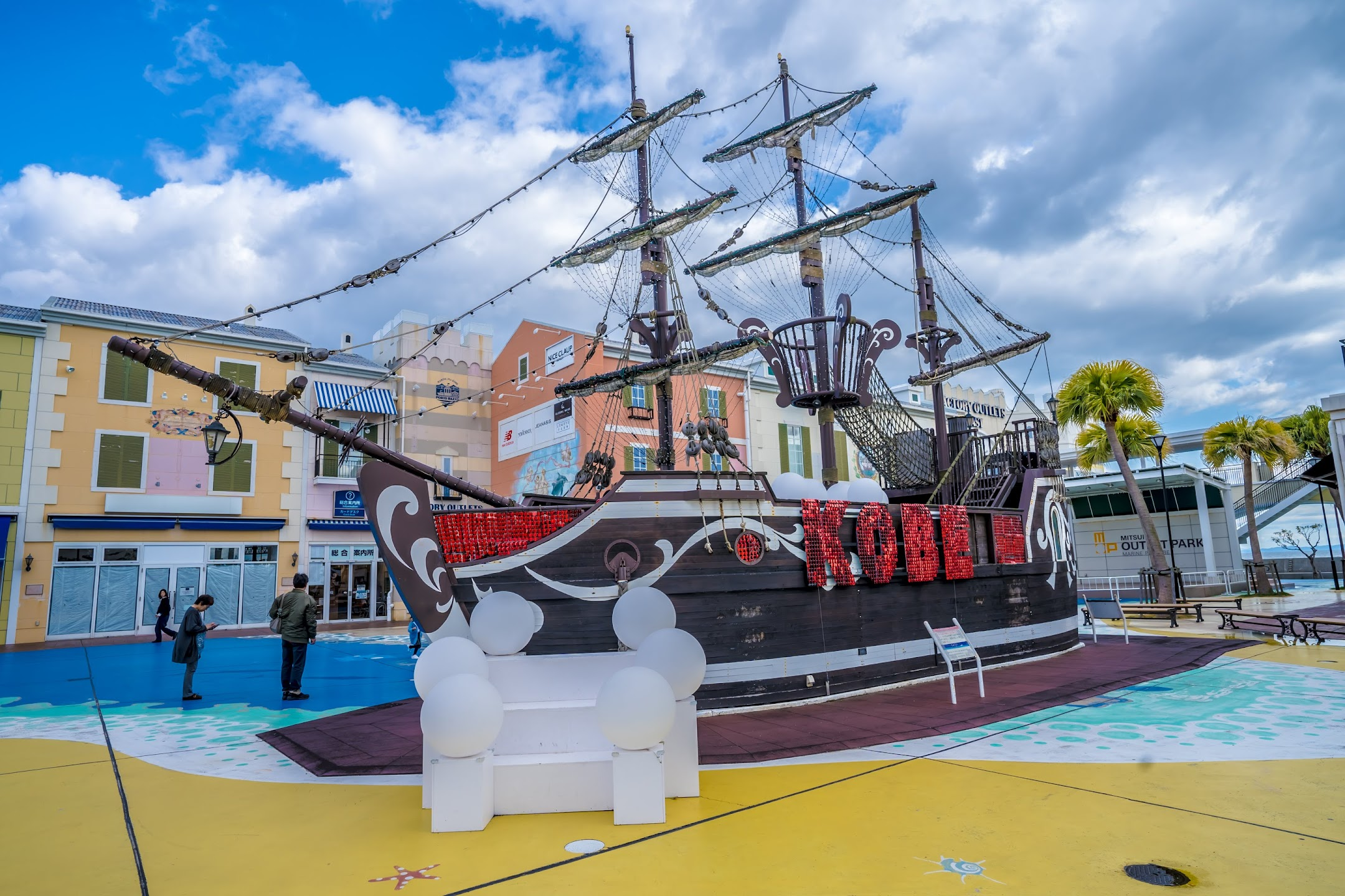 Mitsui Outlet Park Marine Pia Kobe pirate ship1